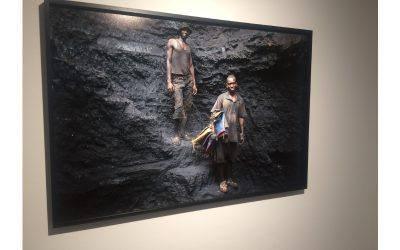 Dinheiro negro em notas de exploração mineira, no mercado da desumanização
