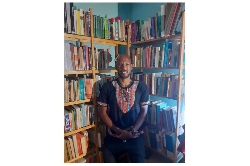 O alfarrabista que saiu da 'gruta' para criar a livraria-conceito Tchatuvela